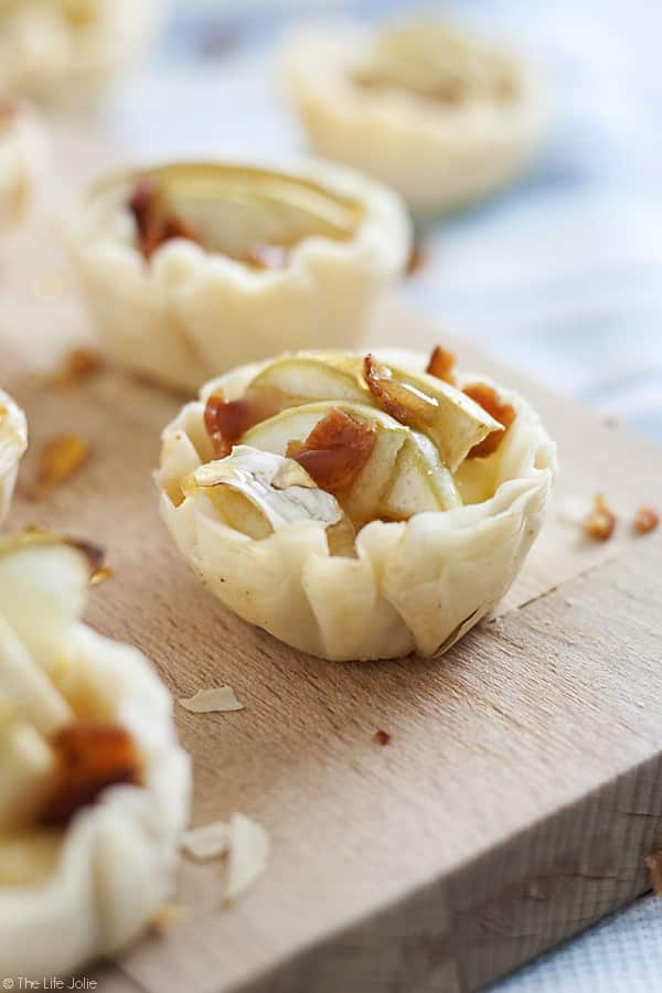 These Apple Bacon Brie Bites are a quick and easy throw-together appetizer recipe. They're perfect for Thanksgiving or Christmas and are a great option for a last minute hors d'oeuvre this holiday season or for any special occasion!