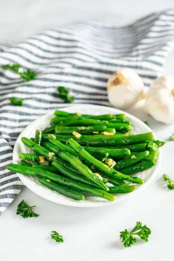 A plate of fresh green beans with garlic